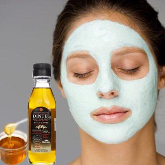 Dầu Olive Extra Virgin cung cấp vitamin E, A và chất chống oxi hóa giúp giảm bớt nám và tàn nhang