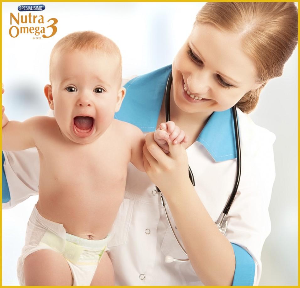 khám và tư vấn dinh dưỡng cho bé